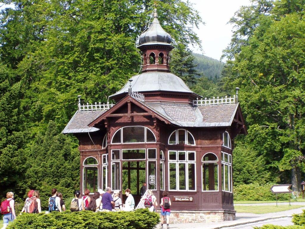 Karlova Studánka má svůj minerální pavilon