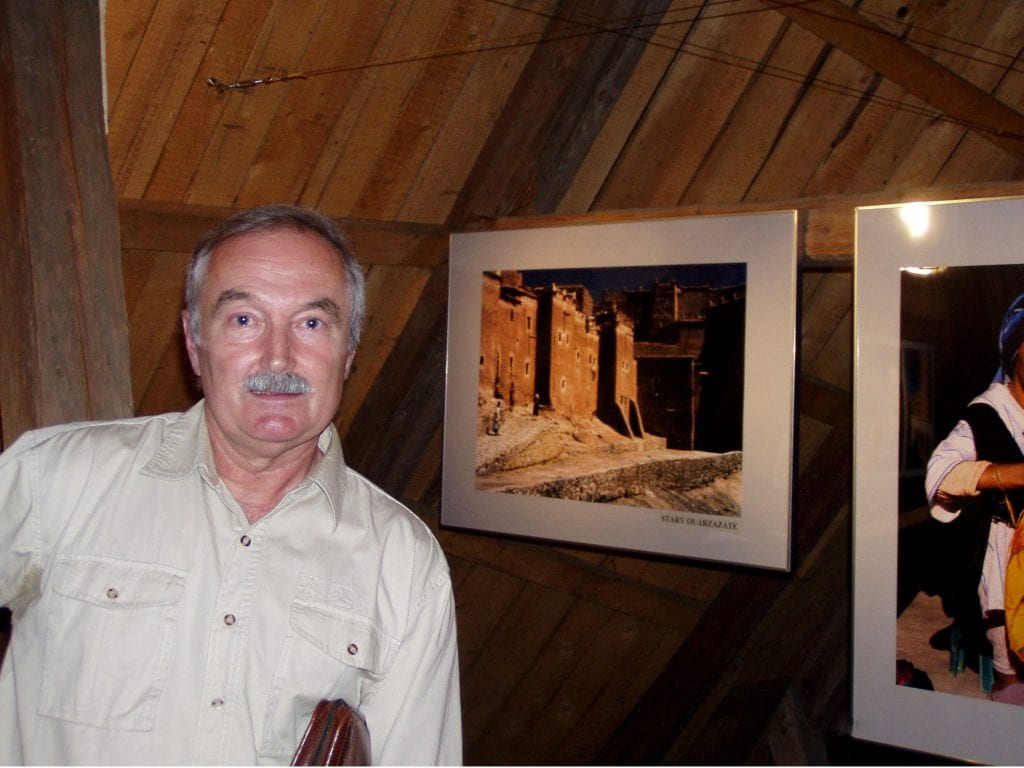 Jiří Blata na jedné ze svých výstav. Zde konkrétně v Galerii Na půdě v Kružberku na Opavsku.
