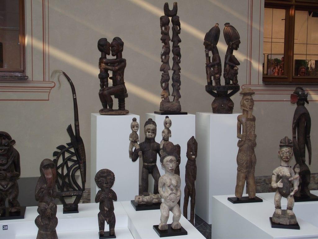 Jen malá část unikátní sbírky afrického umění a artefaktů Jiřího Blaty.