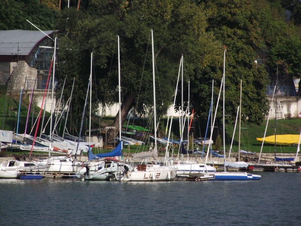 Brněnská přehrada je ráj pro vodní sporty.