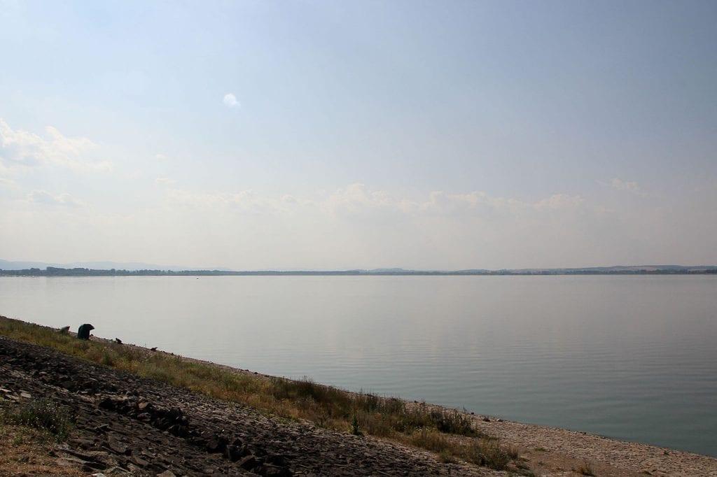 Jezero je rozsáhlé a dává hodně možností k aktivitám.
