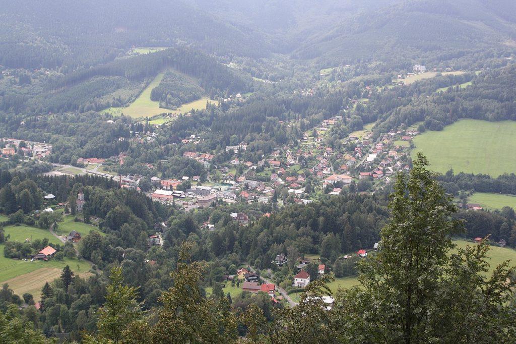 Projděte si rovněž obec Ostravice.