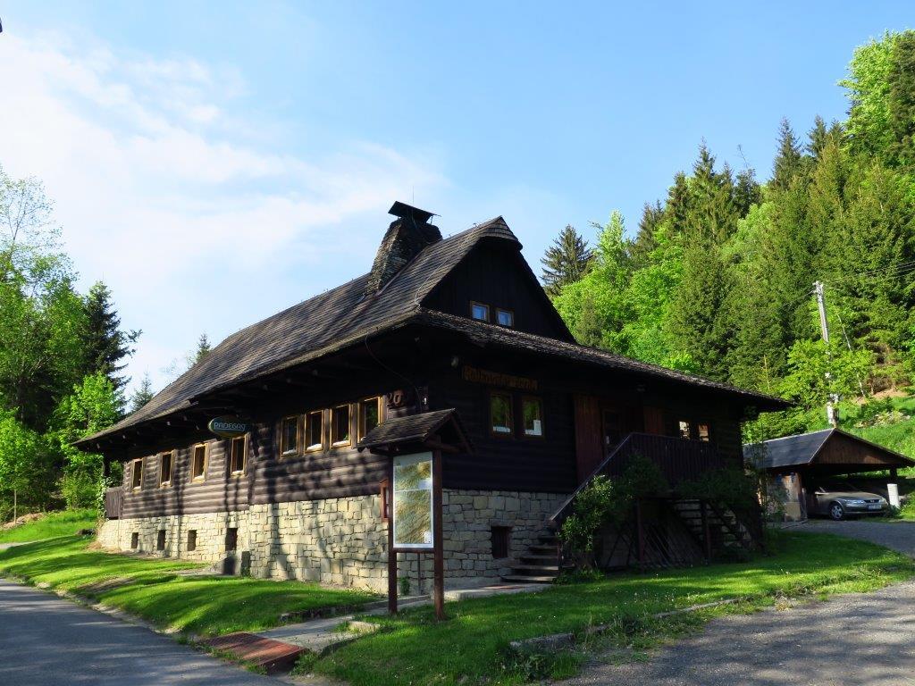 Vidět můžete i typické horské stavby.