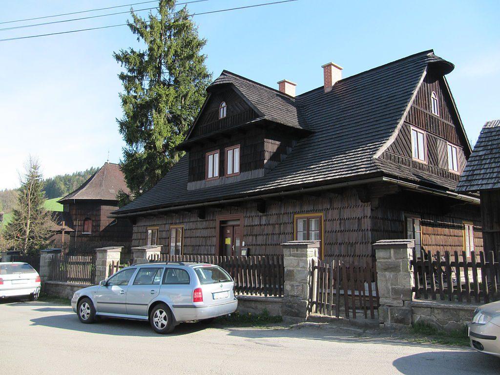 V tomhle domě žil seriálový doktor Martin.