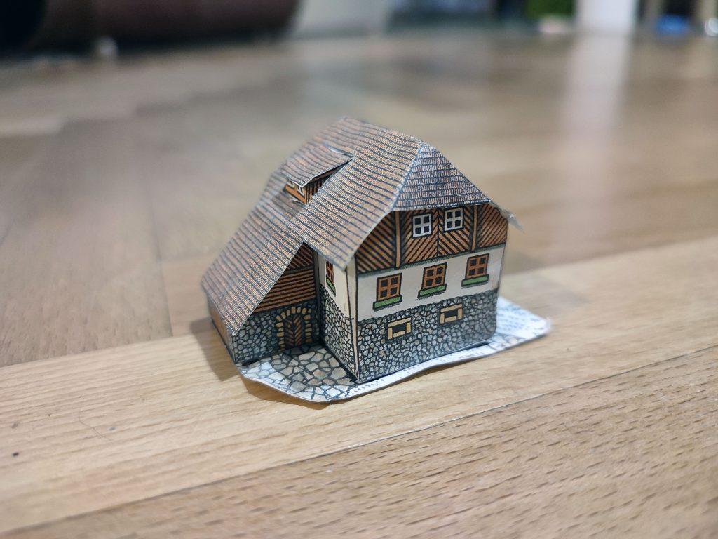 Model vodního mlýnu jeden ze slavných modelů Minibox. Muzeum papírových modelů jich má mnoho.