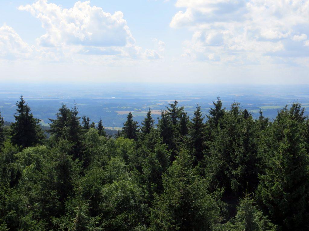 Police nad Metují se nachází severně od krásného pohoří Orlických hor.
